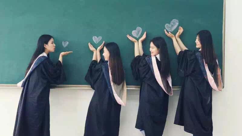 集體畢業照   只要表情到位,保證每個人都美美美!學士服免費提供!